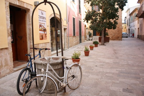 Bicycle parked in Alcudia old town