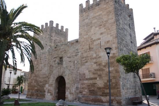 Porta del Moll old gate house in Alcudia