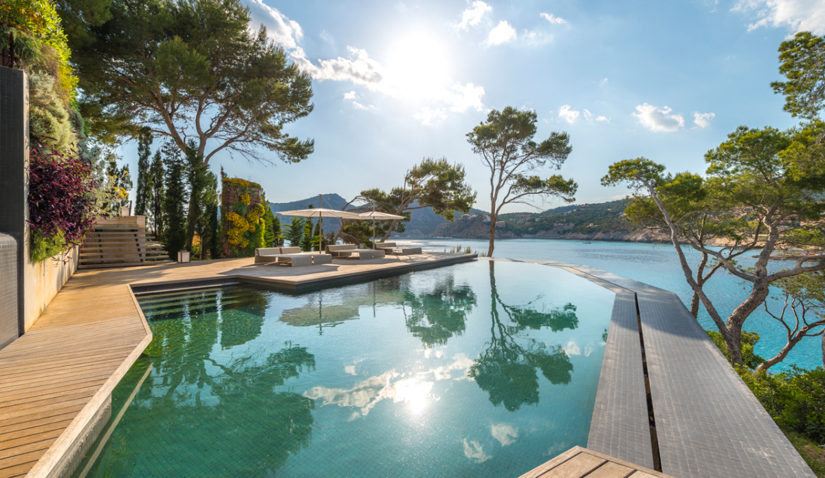mallorca-has-a-brand-new-luxury-villa-on-offer-camp-de-mar-679