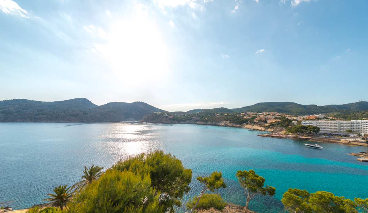 mallorca-has-a-brand-new-luxury-villa-on-offer-camp-de-mar-71
