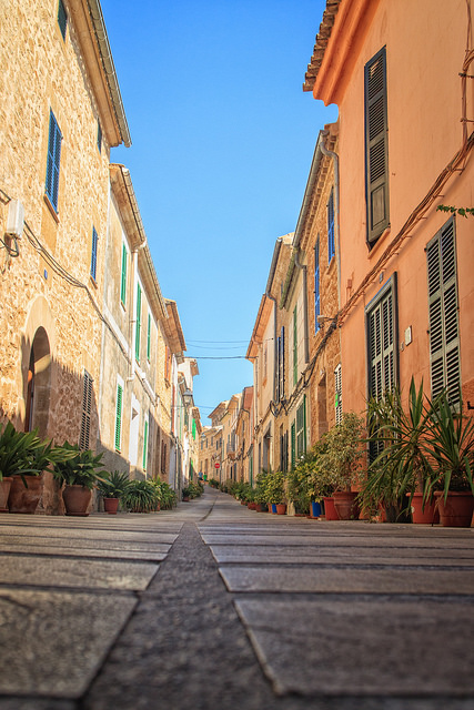 Narrow lanes in Alcudia